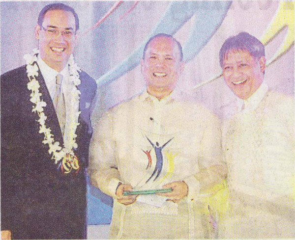 Merrill Yu (center) is this year's Mabuhay Gold-Hotelier of the Year awardee. He is flanked by Bobby Horrigan, general manager of Acacia Hotel Manila; and Andre Alip of Hotel H2O/ Manila Ocean Park, incoming AHRM president